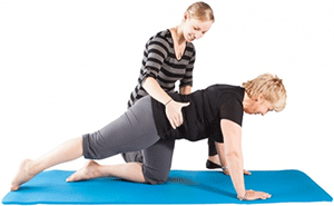 Fysiopilates - fysioterapeut lærer kvinde